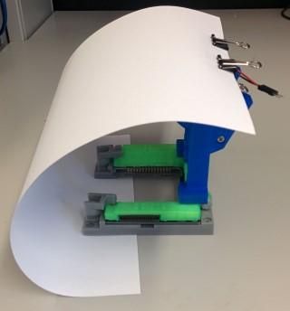 http://microfluidics.utoronto.ca/dropbot/media/120-channel_device_connector/lighting_2.jpg